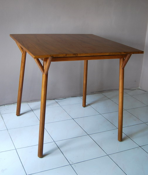 Marauke Dining Table